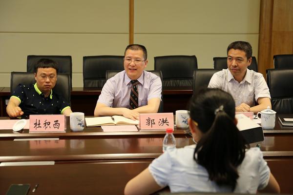 巴川中学总校长,新高中校长,国际精英班班主任郭洪讲话